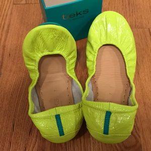 New / never worn Unmellow Yellow Neon Tieks size 7